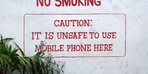 Fumer, c'est interdit. Téléphoner, c'est dangereux.